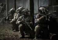 Jak to vypadá, když si vojáci zahrají AS?