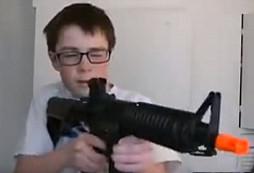 Šokující video - aneb zbraně nepatří do rukou dětem